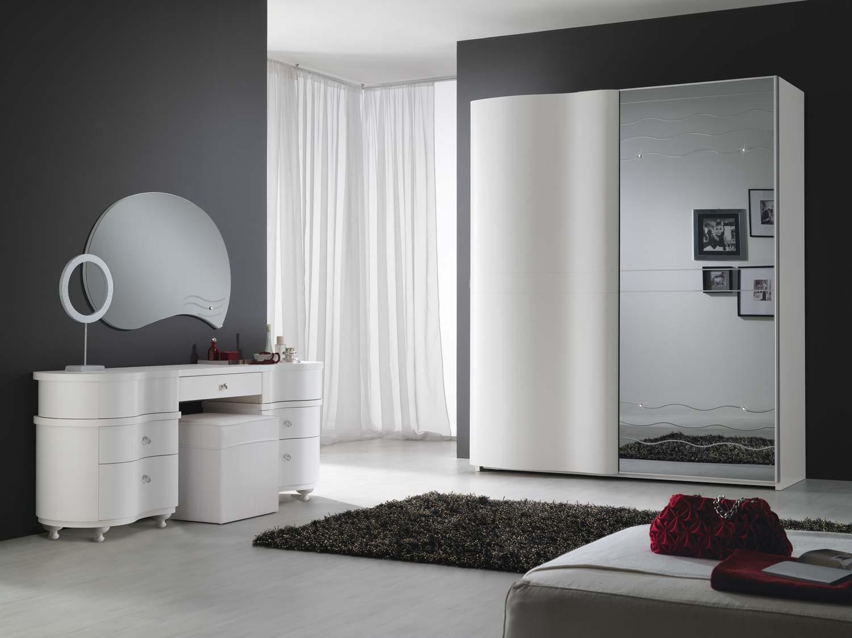 "Dormitor italian modern ""Unda"" stratificat cu lemn de frasin alb (dulap dressing, comoda dressing si sertare bijuterii)"