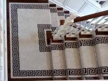 Traversa si mobilier de scara produse la comanda, desen motiv grecesc  - lumina naturala
